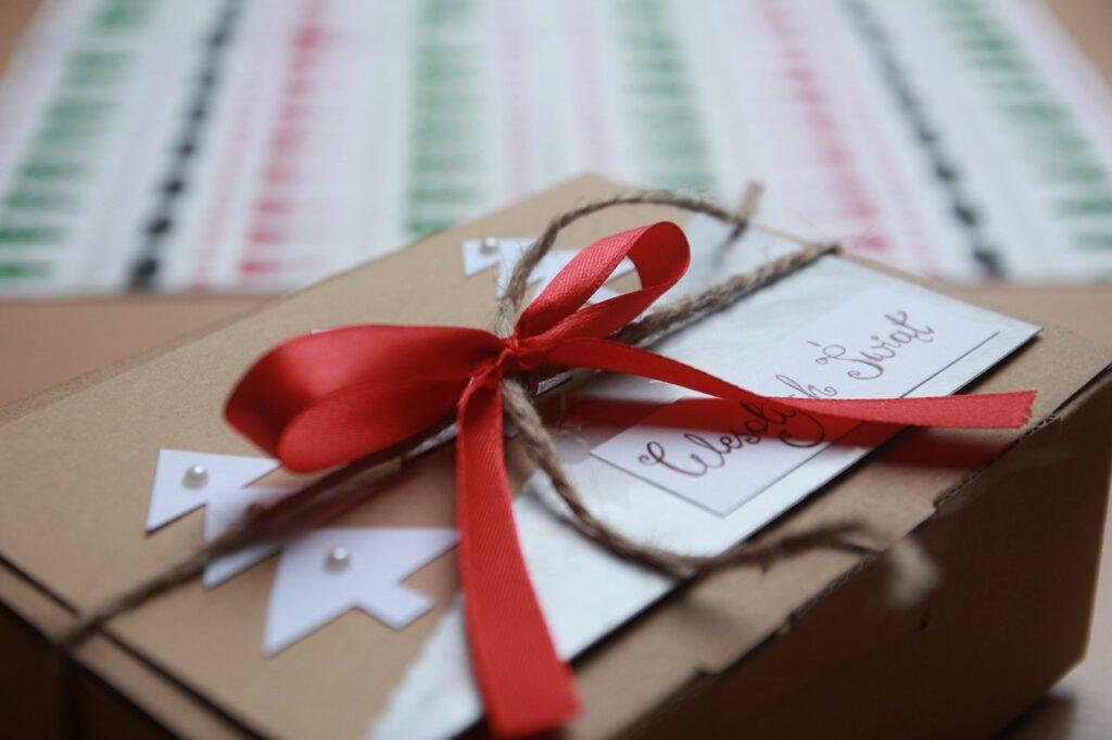 Inspiracje naprezenty świąteczne dla pracowników, czyli coraz bliżej święta