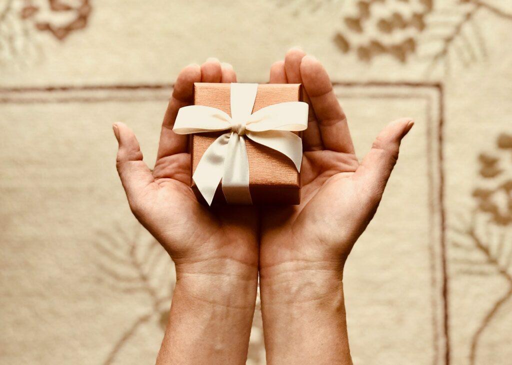 Świąteczne działania iakcje charytatywne wfirmach